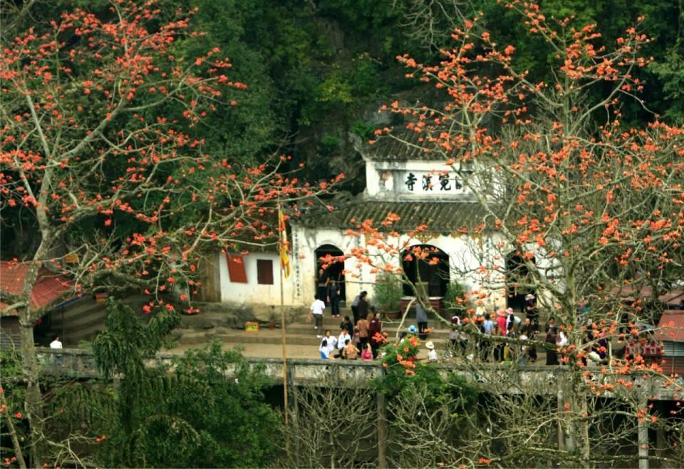 experience traveling Huong Pagoda