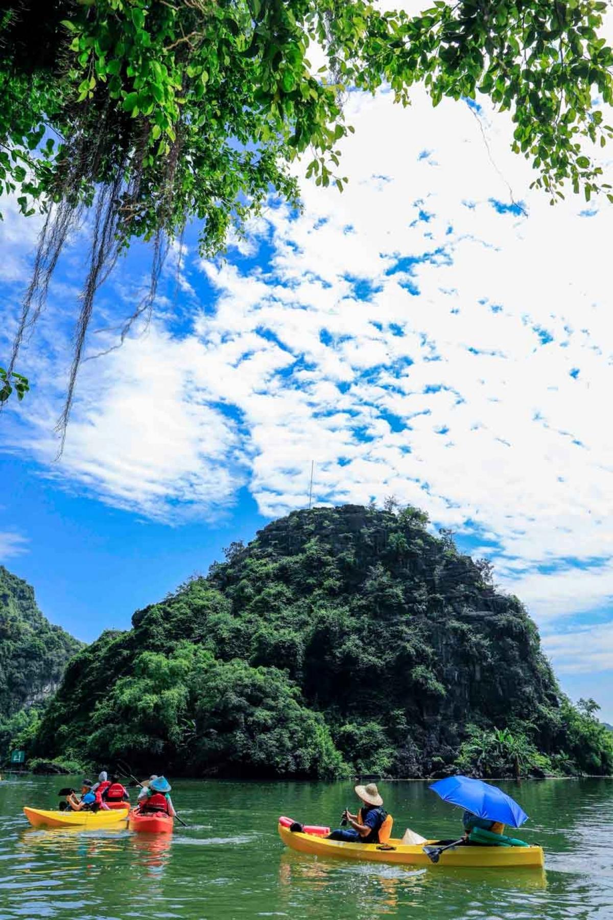 Ninh Binh, Van Long, Cuc Phuong, Trang An, kayak, bear sanctuary